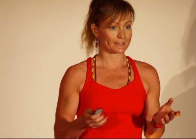 TEDxIUM Anja on stage 1 - close up explaining